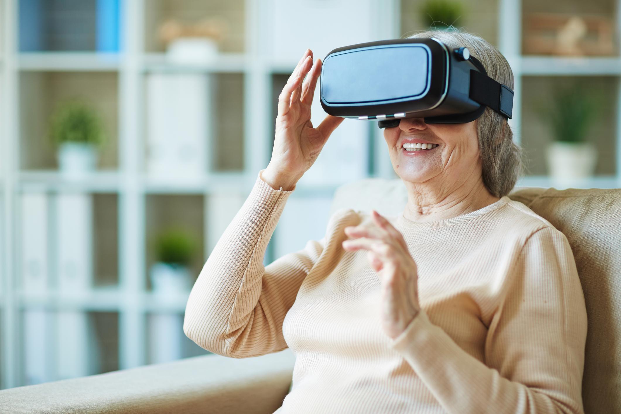 Granny avec la technologie moderne